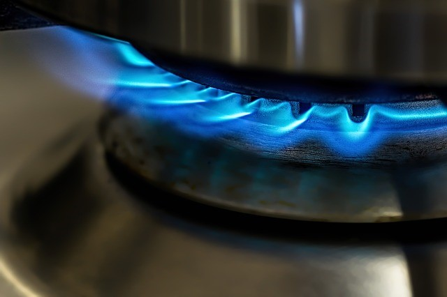 Gas_safety__gas_flame_on_hob.jpg